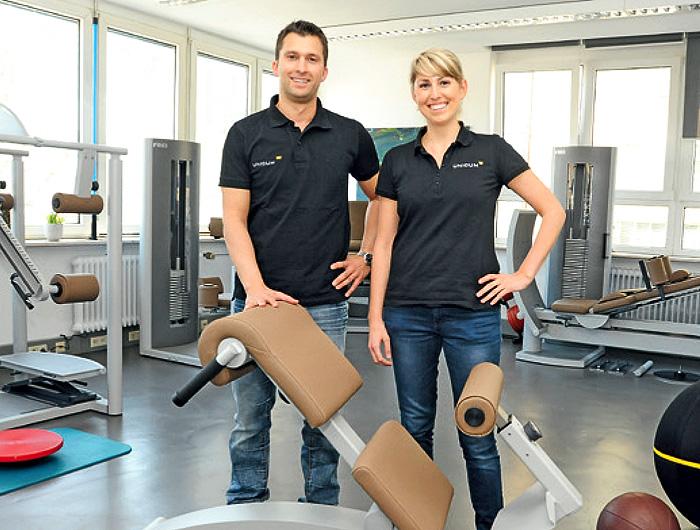 Physiotherapeutin Linda Kussmaul und Physiotherapeut Andreas Haag (Mitglied im ZVK). UNICUM - Ihre moderne Praxis für Physiotherapie, medizinische Trainingstherapie, Logopädie, Schmerztherapie sowie Pilates, Yoga, Gesundheitskurse und betriebliche Gesundheitsförderung in Stuttgart.